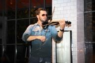 Svet the Violinist 15