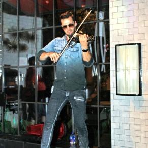 Svet the Violinist 16