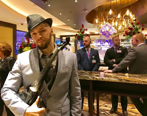 svet-the-violinist-3-del-lago-resort-casino